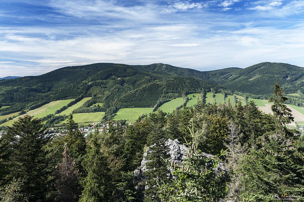 Pohled z Čertových kamenů na Českou Ves